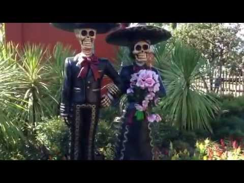 Knott's Scary Farm Dia De Los Muertos Couple Scare Zone Berry 2014