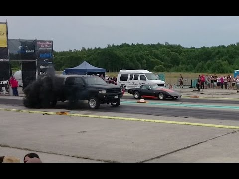 1979 chevrolet corvette c3 vs. dodge ram 2500 5.9 tdi drag race