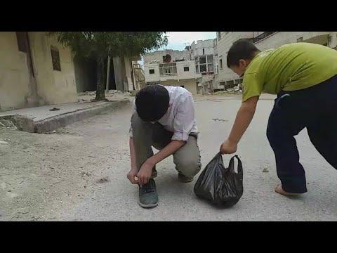 شاهد سرق الفقير من الغني رغيف من الخبز لياكله فشاهد ماذا فعل له الغني!!!!!!
