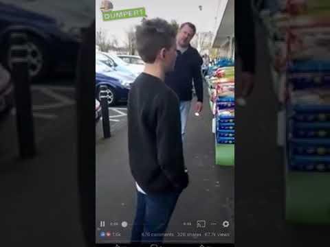 Ojciec daje lekcje synowi, który zwyzywał ludzi w sklepie