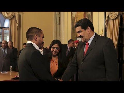 Βενεζουέλα: Ανασχηματισμός κι «αποκαθήλωση» Τσάβεζ