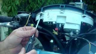 9. Vespa et2 clock battery change