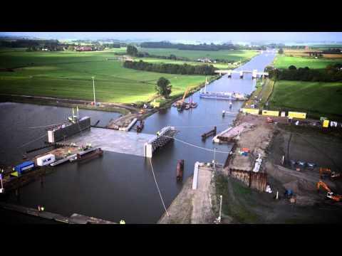 荷蘭人不想墨守成規建平凡的橋樑在河面上,於是在腦洞大開之下竟然想出打破常規的狂設計!