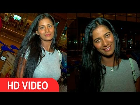 Hot And Sexy Actress Poonam Pandey Spotted At Airport