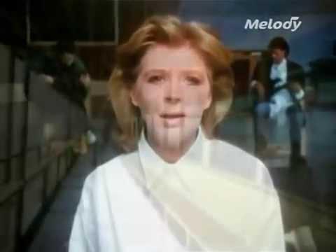 Marianne Faithfull - As Tears Go By lyrics