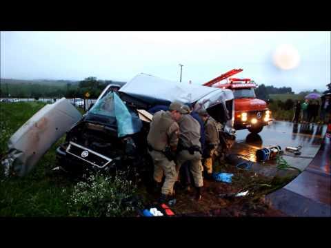 Acidente na SC 160 - Van e Caminhão