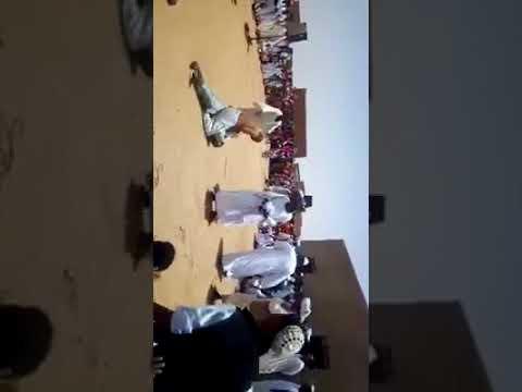 العرب اليوم - رد فعل صادم لرجل حاول آخر إجباره على الرقص