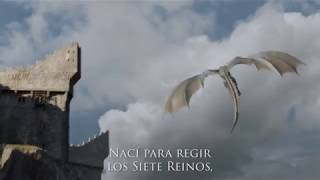 """Trailer publicado en la COMIC CONGame of Thrones: Episodios 2-3 #Season7Video original: https://youtu.be/daIBhj9CgD0****************************************************Suscríbete y mantente al tanto de todas las noticias y de contenidos divertidos sobre Juego de Tronos. Suscríbete también  a nuestras redes:http://facebook.com/JuegodeTronosClubhttp://twitter.com/JuegoTronosClubhttp://instagram.com/JuegoTronosCluby visita nuestra web: http://juegodetronos.clubCopyright Disclaimer Under Section 107 of the Copyright Act 1976, allowance is made for """"fair use"""" for purposes such as criticism, comment, news reporting, teaching, scholarship, and research. Fair use is a use permitted by copyright statute that might otherwise be infringing. Non-profit, educational or personal use tips the balance in favor of fair use."""