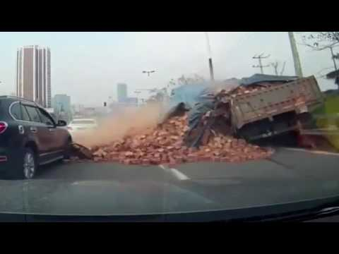 Horrific moment lorry sheds BRICKS on a car on a motorway | firefighting