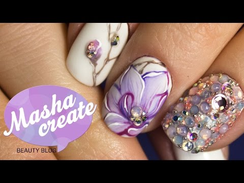 Нежный маникюр с цветами на ногтях