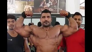 Short video of Lucion Pushparaj (Mr. Sri Lanka) posing for his friends.
