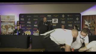 Marcin Najman strzela z pistoletu na konferencji MMA VIP