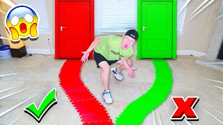 Video DON'T CHOOSE THE WRONG PATH! GIANT GAMEBOARD CHALLENGE! MP3, 3GP, MP4, WEBM, AVI, FLV Juli 2019