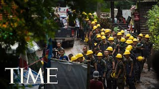 Video Thailand Authorities Race To Get 12 Boys And Their Soccer Coach Out Of A Cave | TIME MP3, 3GP, MP4, WEBM, AVI, FLV Juli 2018