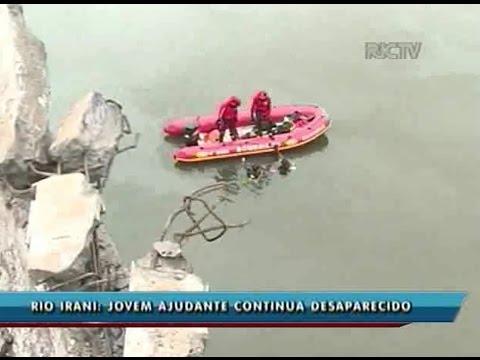 Caminhão cai em rio após acidente em Arvoredo