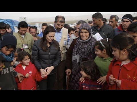أنجلينا جولي تزور النازحين العراقيين واللاجئين السوريين