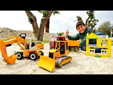 #Машинки Спецтехника 🚗 Строим из Лего: Отель и Бассейн. Видео для Детей / Игры на Песке (видео)