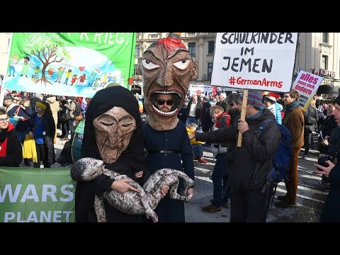 Hunderte demonstrieren gegen Münchner Sicherheitskonfe ...