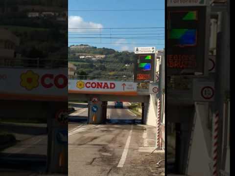Tortoreto, acceso il display per segnalare acqua nel sottopasso VIDEO