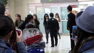 121107 Fancam SNSD Tifany, She is so Friendly & Cute 121106 from Japan back to Korea