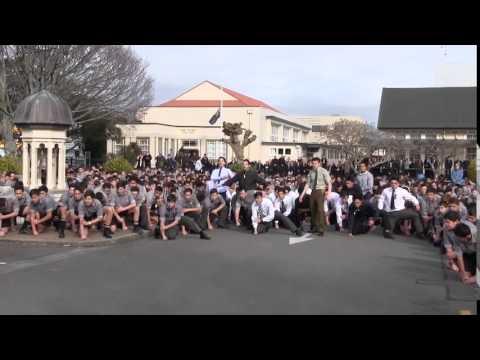 Estos estudiantes de Nueva Zelanda querían tanto a su profesor que le hacen un Haka