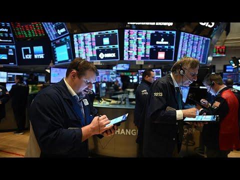 Βουτιά 900 μονάδων για τον Dow Jones
