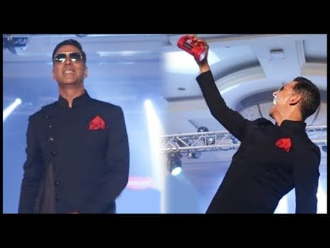 Akshay Kumar Walks The Ramp After 2 Years For Tech