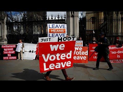 Brexit: 12μηνη παράταση φέρεται να προτείνει ο Τουσκ