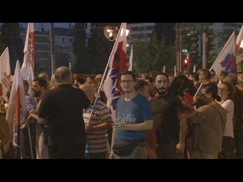 Οξύτατες αντιδράσεις και διχασμό στον ΣΥΡΙΖΑ φέρνει το τρίτο μνημόνιο