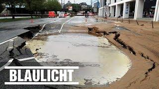 Großeinsatz für die Feuerwehr in Hamburg! Ein Rohrbruch der Hauptwasserleitung für die Innenstadt sorgt für Riesen-Chaos. BILD jetzt abonnieren: http://on.bild.de/bild_abo