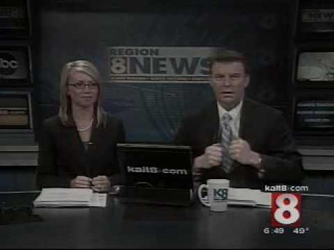 News Blooper Anchors during break.asf