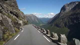 en hissnande upplevelse att åka nedför Trollstigen Norge. Lena Lagerstam åkte också.