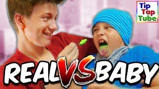 Max und Ash machen die BABY FOOD vs. REAL FOOD Challenge :D Wem schmeckt Baby Nahrung besser als echtes Essen?Unsere Servierplatten http://amzn.to/2sDe9WI *YouTube Kanäle der Familie:► Ash5ive: https://goo.gl/zv9uKT► Echtso: https://goo.gl/OB8xbM► MaxApps : https://goo.gl/aTXLRv► TipTapTube: https://goo.gl/aBz7Vj► marieland: https://goo.gl/noHjb5-------------------------------------------------------------------------Unsere Ausrüstung► Kameras:Canon DSLR EOS 77D http://amzn.to/2qSF42J *Canon DSLR EOS 750 D http://amzn.to/2r8IIDJ *Canon Objektiv 10-18 mm http://amzn.to/2pEL7UB *Canon Objektiv 18-55 mm http://amzn.to/2rXRvsv *Canon Powershot G7 X Mark II http://amzn.to/2pEACRo *Canon Legria Mini X Canon Powershot SX 600 HS http://amzn.to/2r6Vn9r *Speicherkarte http://amzn.to/2qilxtZ *► Stative:Amazon Basics http://amzn.to/2pENOpe *Joby Gorillapod http://amzn.to/2rHOboD *► Beleuchtung:Studio Leuchten 5500K  http://amzn.to/2r6Wnu2 *► Videobearbeitung:Magix Video Deluxe 2017 http://amzn.to/2r6HKa7 *-------------------------------------------------------------------------Social Media:►Abonnieren: http://www.youtube.com/user/tipTapTube?sub_confirmation=1►Google+: https://plus.google.com/116140844908798504019/posts►Facebook: https://www.facebook.com/TipTapTube►Twitter: https://twitter.com/TipTapTube►Instagram: TipTapTube-------------------------------------------------------------------------►Autogramm-Karten: Bitte schicke uns einen ausreichend frankierten und mit deiner Adresse versehenen Rückumschlag an:►Unsere Post Adresse für BRIEFETipTapTubePostfach 611124122 KielWer eine Autogrammkarte haben möchte: Du brauchst 2 Briefumschläge und 2 Briefmarken: Auf Umschlag 1 schreibt du vorne leserlich deine Adresse drauf, und eine Briefmarke drauf (Briefporto).Diesen Umschlag bitte gefaltet (nicht zukleben!) in den zweiten Umschlag stecken. Auf den zweiten Umschlag bitte unsere Postfach Adresse draufschreiben und eine Briefmarke draufkleben.►Unsere Post Adresse für PAKETETipTapTu