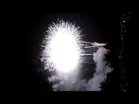 đêm giao thừa và bắn pháo hoa tại TPCL ĐT - Thời lượng: 10 phút.