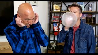 Mat Franco scares Howie Mandel with balloon MAGIC!