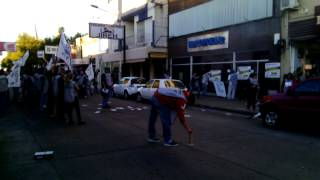 Manifestación de Fatpren frente a Diario El Popular de Olavarría