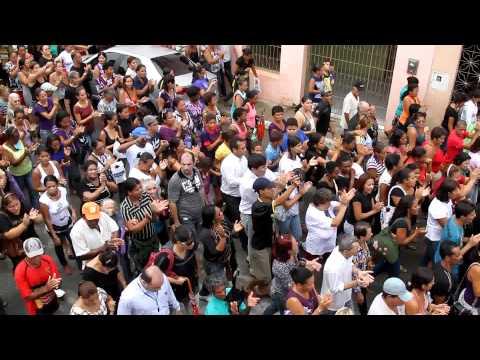 [JC Online] Multidão acompanha enterro de apresentador em Vitória