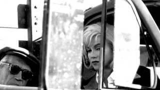 Download Lagu Alma de loca - Adriana Varela (foto di Eve Arnold: Marylin Monroe)) Mp3