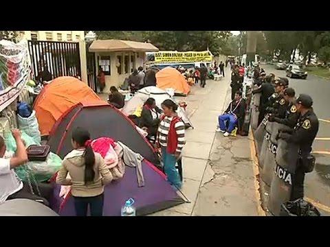 Περού: Αλυσοδέθηκαν έξω από το υπουργείο Υγείας