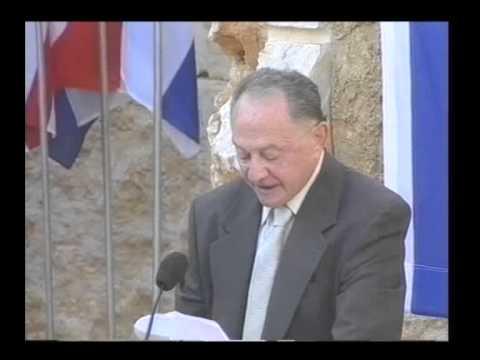 צבי גיל מקריא את מנשר ניצולי השואה