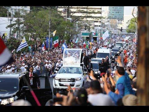 Papa Francisco inicia su recorrido en Panamá fuera de protocolo