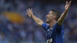 Em uma prévia das quartas de final da Copa do Brasil, o Cruzeiro fez mais uma vez três gols no Palmeiras, mas desta vez correu menos riscos e venceu, por 3 a 1, no Mineirão. Depois do jogo eletrizante em São Paulo há dez dias, os times agora duelaram no Brasileiro e no dia 26 se reencontram pela copa.