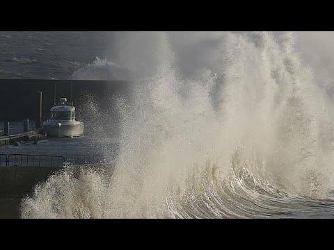 Η καταιγίδα 'Ελινορ «σαρώνει» την δυτική Ευρώπη