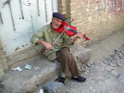 2 Street Violinists