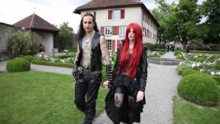 Am Samstag 1. Juli 2017 hat sich Schloss Lenzburg zum Treffpunkt von Mittelalter-, Fantasy-, Klassik-, Gothic- und Metalfans verwandelt. Auf den ersten Blick könnten sie unterschiedlicher nicht sein. Und doch haben sie vieles gemeinsam: die Liebe zu melancholischer und düsterer Musik, aber auch zu Kultur, Architektur und Geschichte.Sie wollen dieses Video in Ihren Produkten verwenden? Melden sie sich bei uns:video[at]keystone.chhttp://www.keystone.ch---------------------Interested in using this video in your products? Contact us:video[at]keystone.chhttp://www.keystone.ch