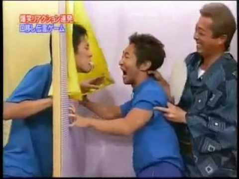 史上讓人最不安的綜藝節目,來賓要用嘴傳遞活生生的螃蟹!