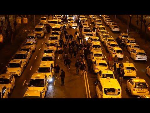 Uber-Proteste in Madrid: Taxifahrer blockieren Verkeh ...