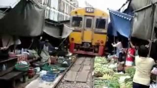 Mercado nos Trilhos do Trem: Velozes e Furiosos! :))