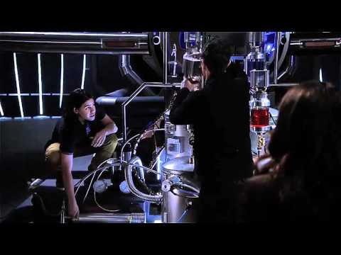The Flash 2x20 barry disintegrates