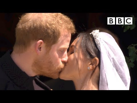 First kiss, epic carriage ride! | Prince Harry and Meghan Markle - The Royal Wedding - BBC (видео)